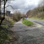 Droga Głodu - widok z Przełączy Kowarskiej w kierunku Kowar. Z prawej późniejsza droga 367